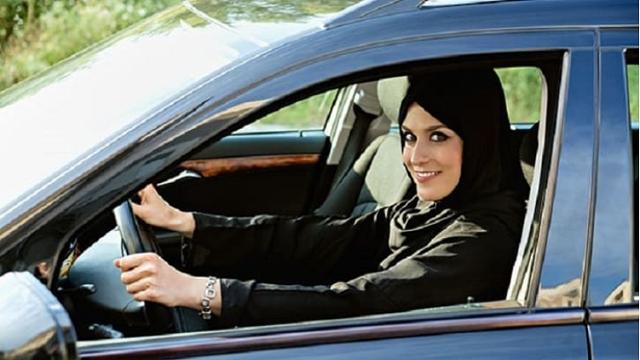 সৌদি আরবের নারীরা আজ থেকে প্রকাশ্যে গাড়ি চালাবেন